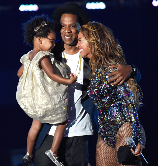 1408941906_top-moments-beyonce-acceptance-560
